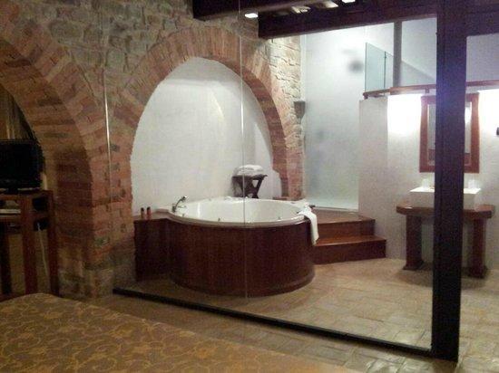 Castello di Petroia : idromassaggio in camera