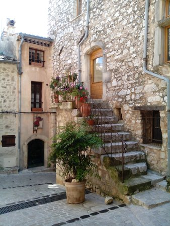 Tourrettes-sur-Loup - Village Medieval : A normal stairway in this village