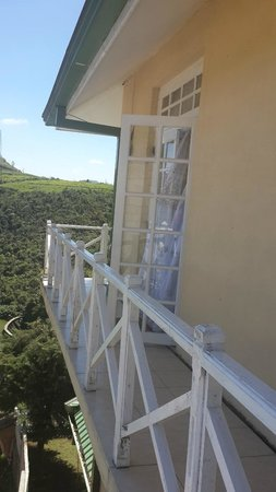 The Gregory House: Balcony to the open garden at the back