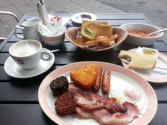 Marguerites Restaurant: Late all day brekkie < 9 euros