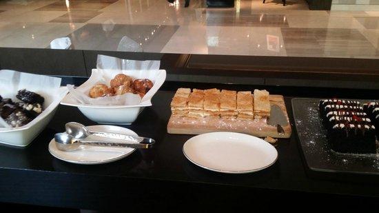 New World Makati Hotel: Buffet afternoon tea