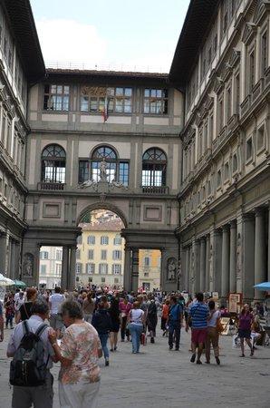 Galería de los Uffizi: Внутренний двор