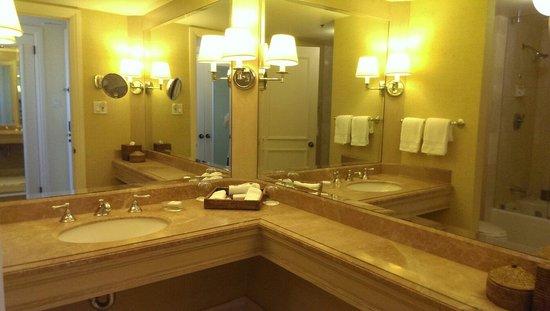 Island Hotel Newport Beach: ..