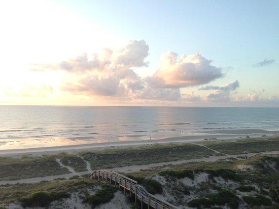 Summer Beach Resort: Daytime picture of the beach