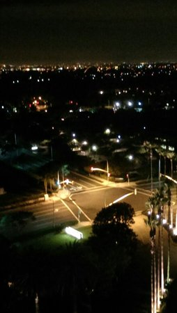 Island Hotel Newport Beach: في المساء