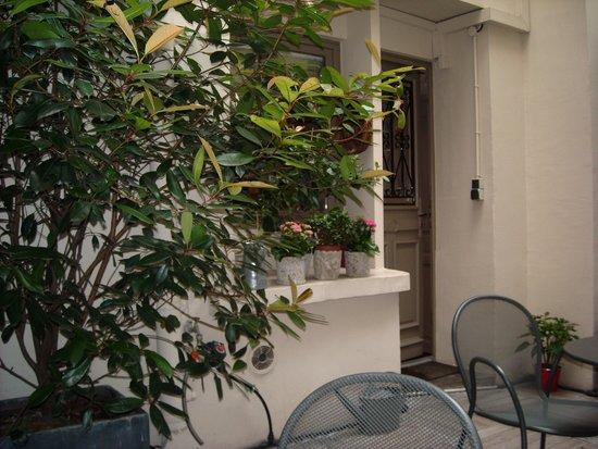 Hotel du Printemps : Patio area