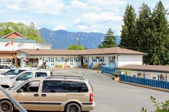 Creston Valley Motel : great mountain views