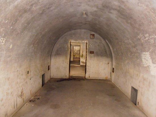 Dokumentation Obersalzberg: Bunkerküche mit Lagerstätten