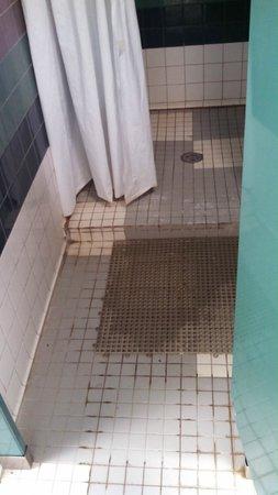 Carlsbad KOA: men's shower