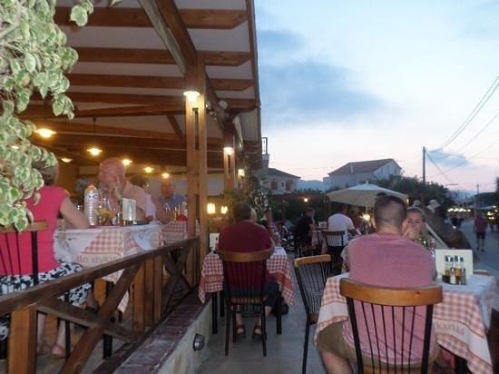 Apollo Restaurant: Outside seating.