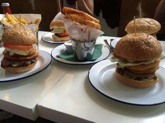 Bobos Burgers Restaurant: Huge burgers!