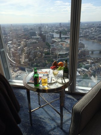 Shangri-La Hotel, At The Shard, London: Veiw from our suite