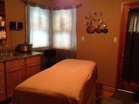 The Cutting Edge Salon & Spa: Massage Room