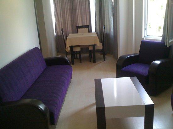 My Way Hotel: apart salon