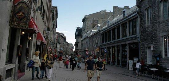 Old Montreal: Vieux Montreal.. Uma lembrança da França!