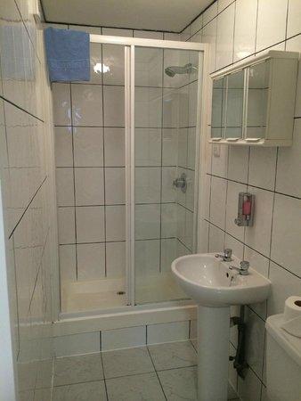Chelsea Guest House: Standard Bathroom