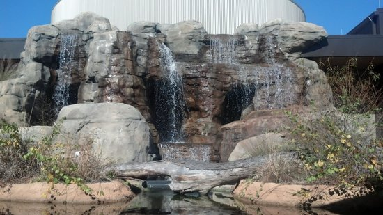 Perry, GA: Waterfall at the center