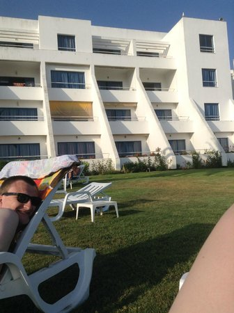 Hotel Almar : Outside by the pool, looking at the hotel