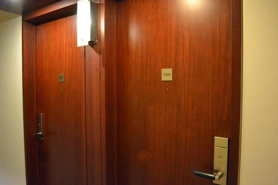 Hotel Grand Arc Hanzomon: room door