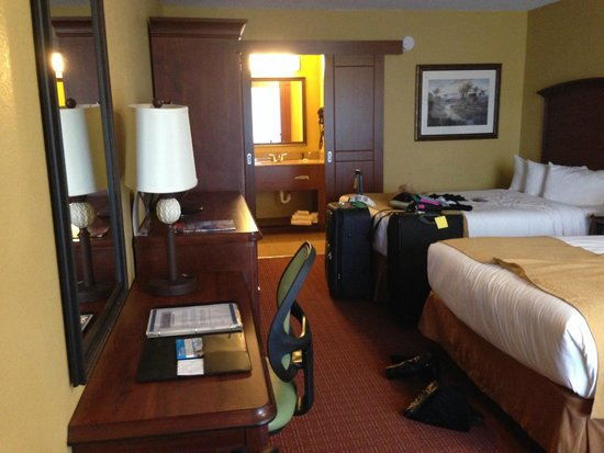 Rosen Inn International: Could close of the bathroom/kitchenette area and the toilet separately as well
