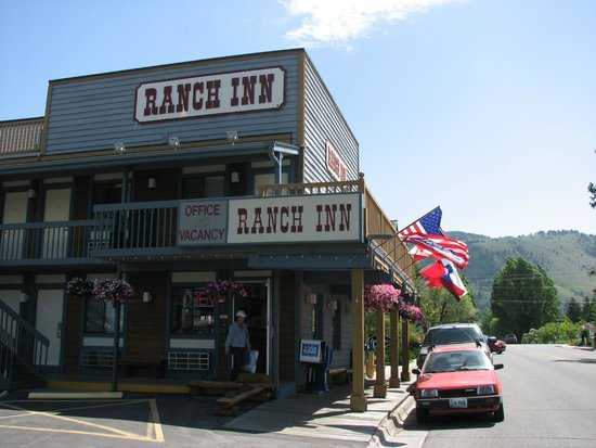 Ranch Inn: Great location