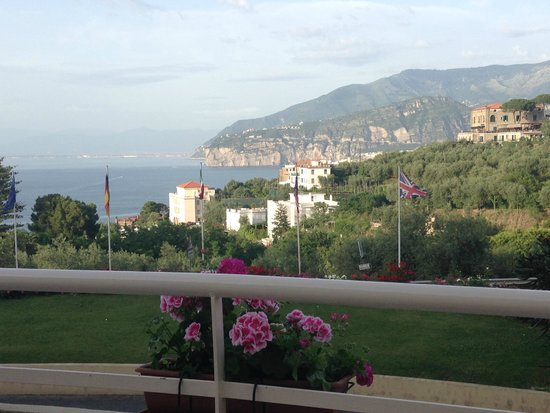 Grand Hotel Vesuvio: View From the Lobby