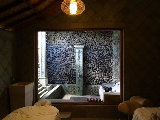 Bon Taksu Spa: Our Massage Room With The Semi Open Rain Shower