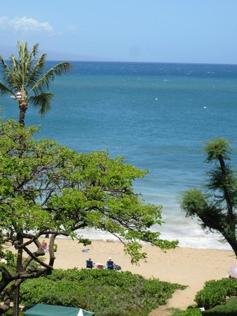 Kaanapali Beach Hotel: Beautiful view from our room at KBH