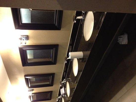 Hilton Alexandria Mark Center: Restroom-Lower Level