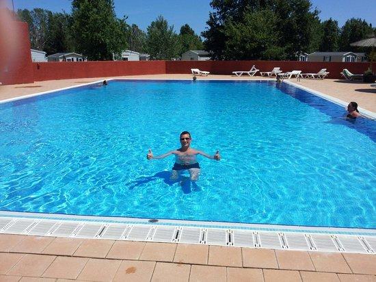 Vacances Popinns - Les Abricotiers : La piscine est propre, un peu petite en pleine saison s'il y a du monde, il n'y a pas de tobogga