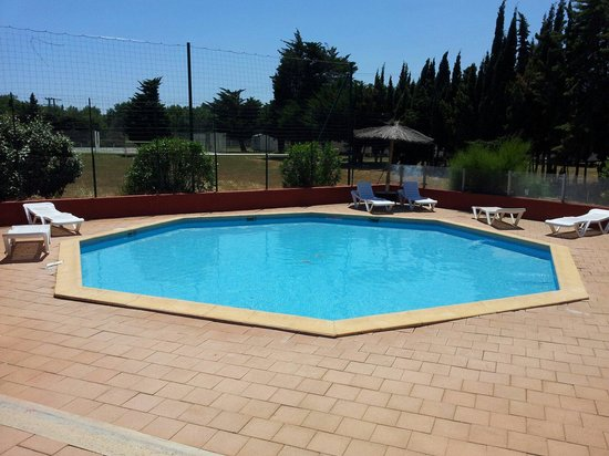 Vacances Popinns - Les Abricotiers : Petit bassin de 60cm de profondeur pour les enfants. Propre et chauffe vite.