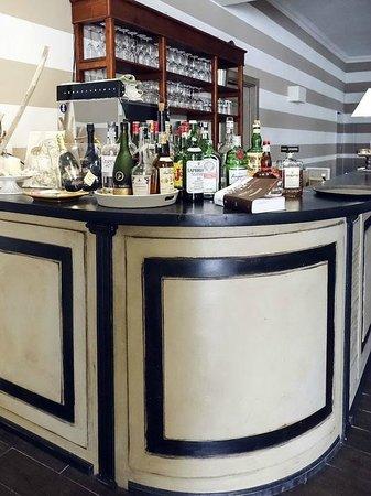 La Gritta : The Bar, Inside
