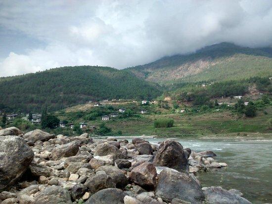 Hotel Pema Karpo: Beatuful river view