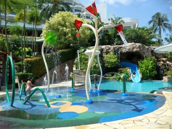 Shangri-La's Rasa Sentosa Resort & Spa: Splash pad