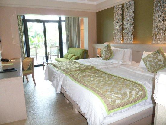Shangri-La's Rasa Sentosa Resort & Spa: Spacious rm