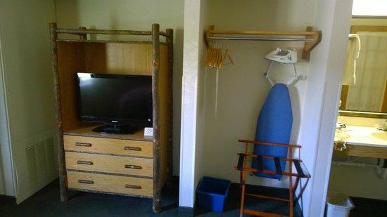 AmericInn Lodge & Suites Cody - Yellowstone: Bedroom