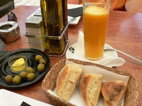 Restaurante-Pizzeria Don Camilo : сок и булочки
