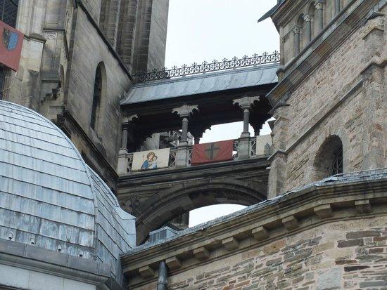 Aachen Cathedral (Dom): ein Übergang im Dom Aachen