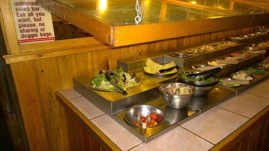Bubba's Bar-B-Que: Salad bar
