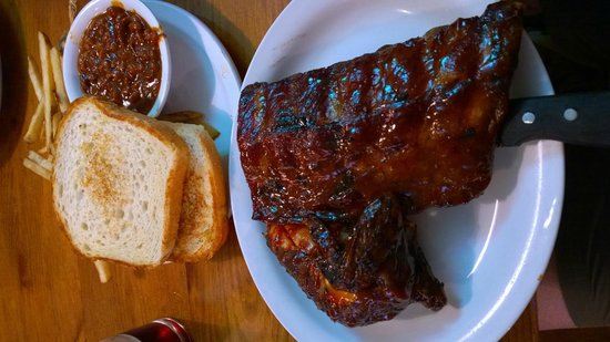 Bubba's Bar-B-Que: Ribs, chicken, beans and toast