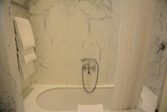 Santa Maria Novella Hotel : bathroom