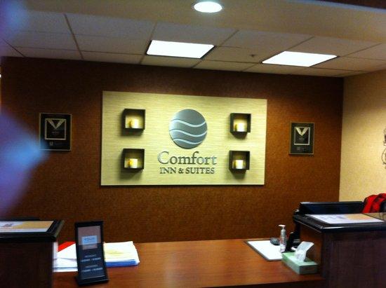 Comfort Inn & Suites Galt - Lodi North: Welcome Desk