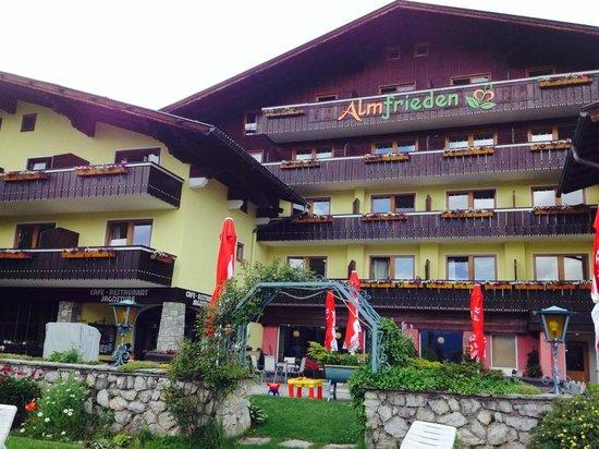 Haus Almfrieden: Hotel Eingang
