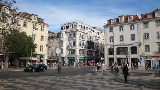 Rossio Square: Praça de D. Pedro IV lojas ,bancos e bares