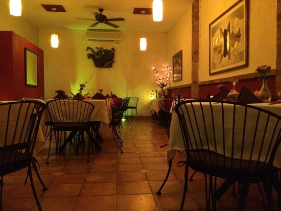 Peter's Restaurante: The main dining area at Peter's