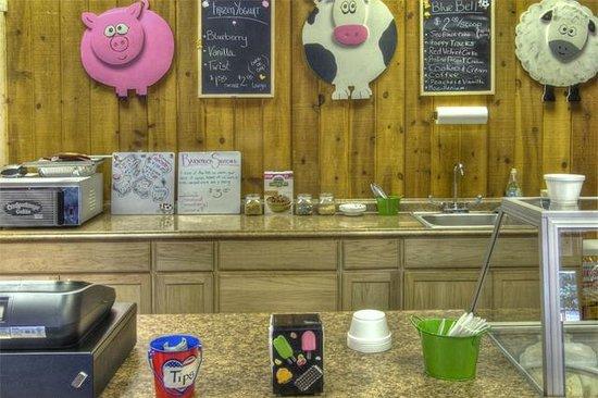 The Cuchara Inn: The baryard icecream shop