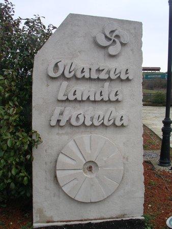 Hotel Rural Olatzea: MONOLITO