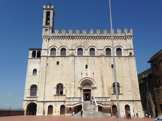 Palazzo dei Consoli Museo Civico: Facciata esterna