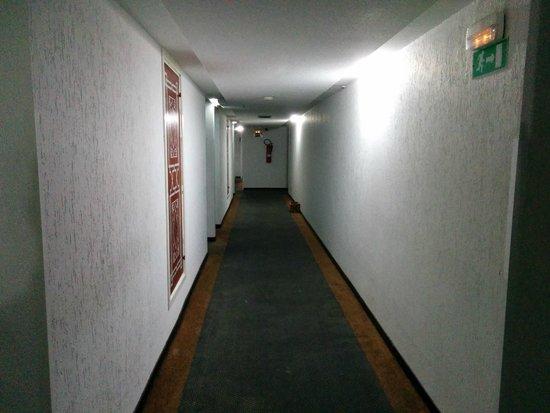 Idou Anfa Hotel : couloir pouris