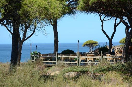 Pine Cliffs Hotel, a Luxury Collection Resort: une terrasse près de la falaise